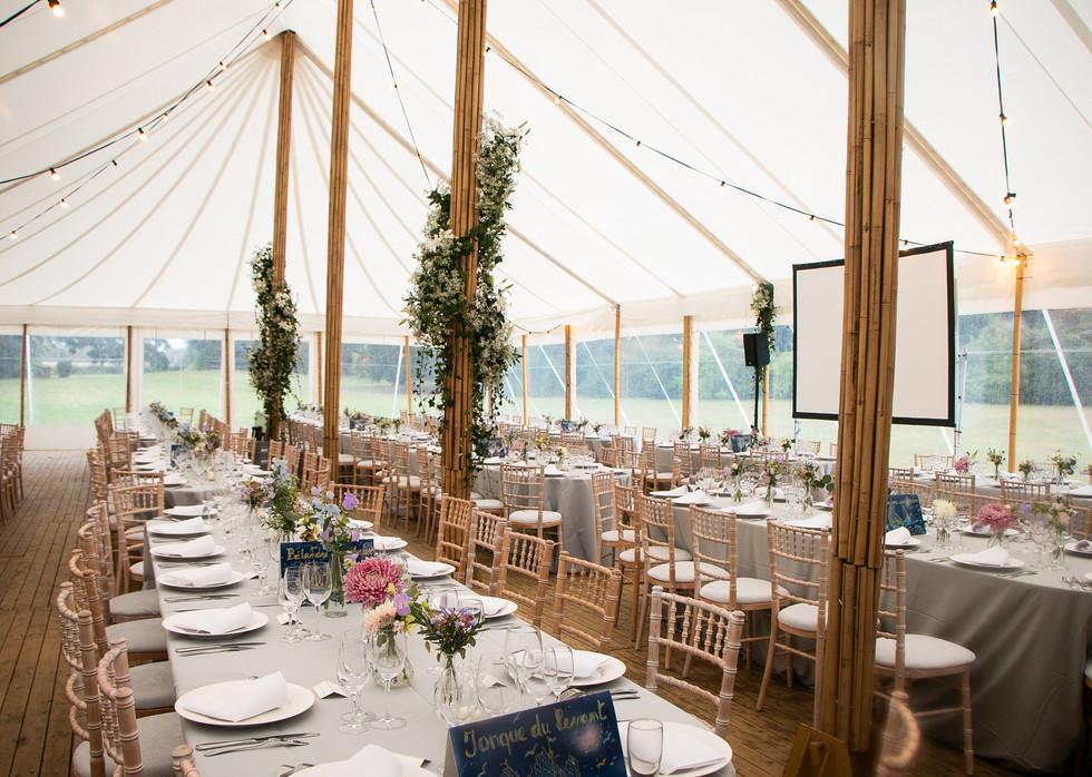 Placez une tente dans le parc du Château d'Emines