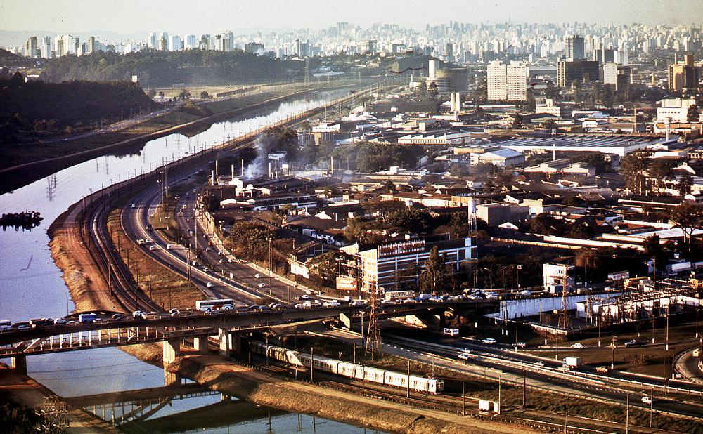 Ponte João Dias, uma das fronteras físicas que separa as comunidades da zona sul de São Paulo do centro da cidade