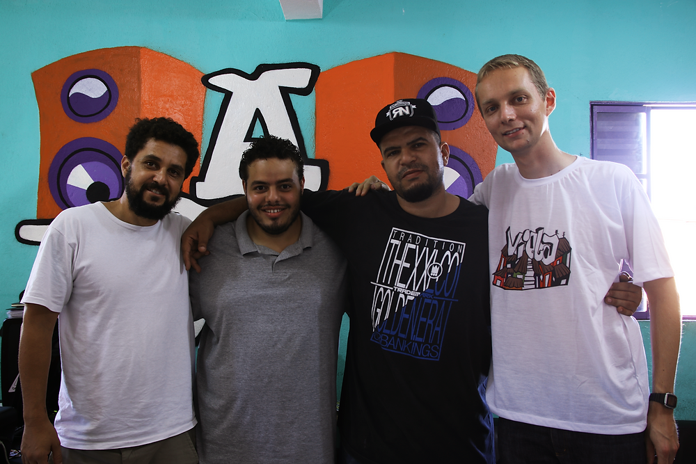 """De esquerda à direita, Macarrão, Daniel e DJ Bola, parte da equipe da """"A Banca""""; e Andreas, do Sense-Lab"""