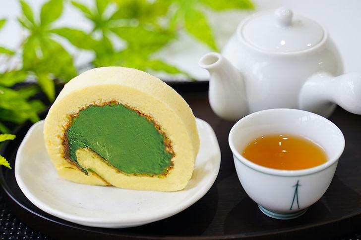 ロールケーキ&お茶_small.jpg
