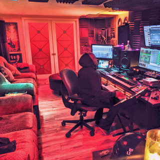 DJ Rocswell Spaceship Studio