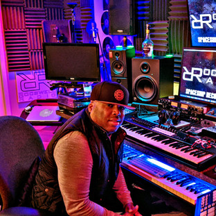 DJ ROCSWELL SPACESHIP RECORDING STUDIO.j