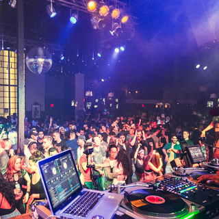 DJ ROCSWELL Spotify Header 2660x1140.png
