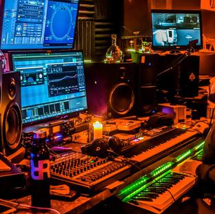 DJ Rocswell spaceship RR.jpg