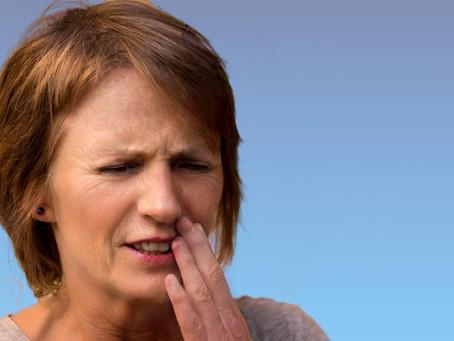 Überempfindliche Zahnhälse, woher sie kommen und was man dagegen tun kann.