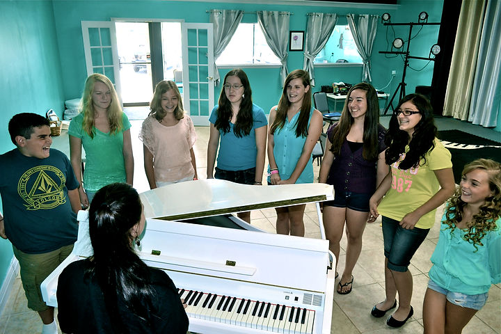 Idol Time, Kayla Caffrey, Singing Lessons in NJ, NJ Singing Classes, Children's singing, voice class, confidence building NJ, singing fun, Idol Time Vocal Academy, Singing Brick NJ, Vocal Lessons NJ, Kids singing classes,