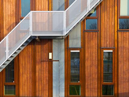 Les escaliers métalliques de façade en b