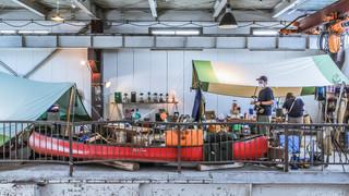 14:00|鉄工所をリノベ したアウトドア店で
