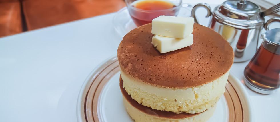 厚焼きのホットケーキが贈る朝の時間