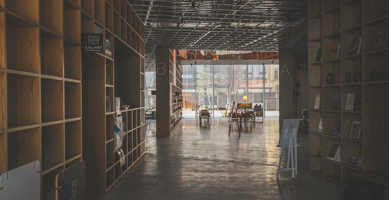 休みの図書館