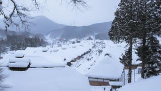 14:00|雪の大内宿|大きな茅葺き屋根の町