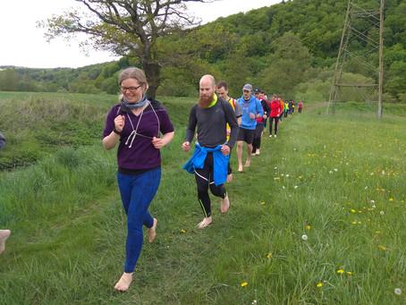 Füße brauchen Bewegungsfreiheit - Barfußlaufen verbessert die Lauftechnik und beugt Laufverletzungen