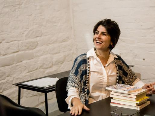 Manuela D'Ávila fala de livro, fake news e revolução do amor: 'Espero que o Brasil sobreviva'
