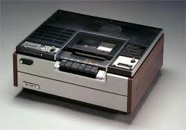 昭和50年 ソニーSL-6300 ベータ方式VTRの1号機、通称「ベータマックス」。