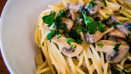 Recipe: Creamy Mushroom Pasta with Tuna, Spring Peas & Spinach