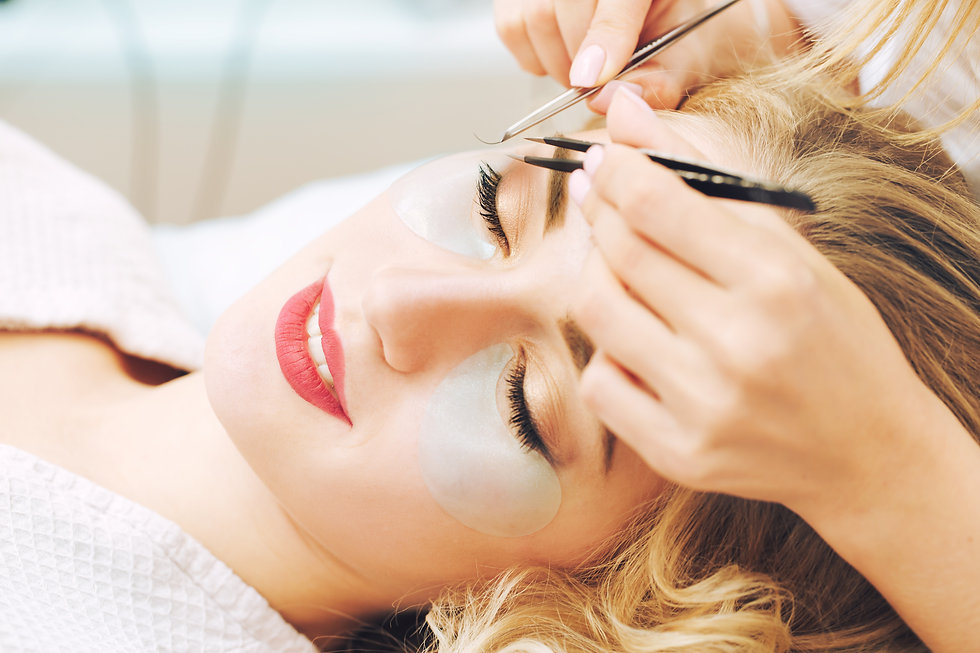 Eyelash extension procedure in beauty sa
