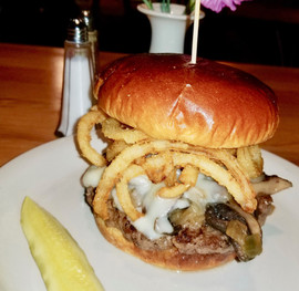 mushroom steak house burger_edited_edite