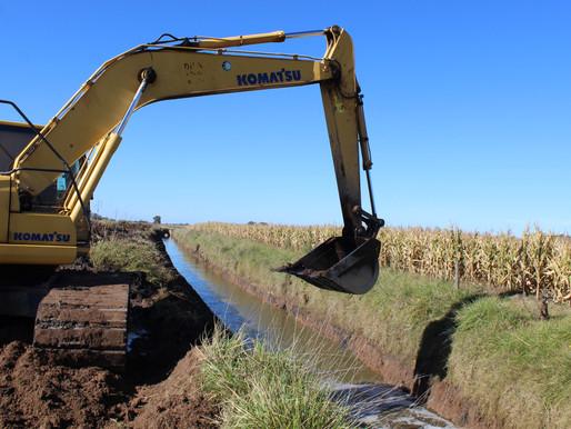 """Se reanudaron los trabajos en la obra """"Readecuación Canal Laguna Algarrobo- Canal Gdor. Mercante."""