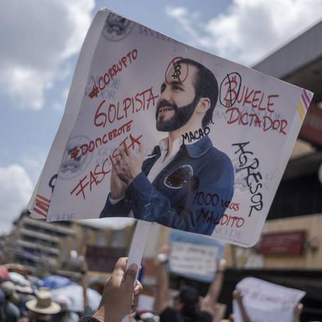 El Salvador: Miles marchan contra gobierno de Bukele