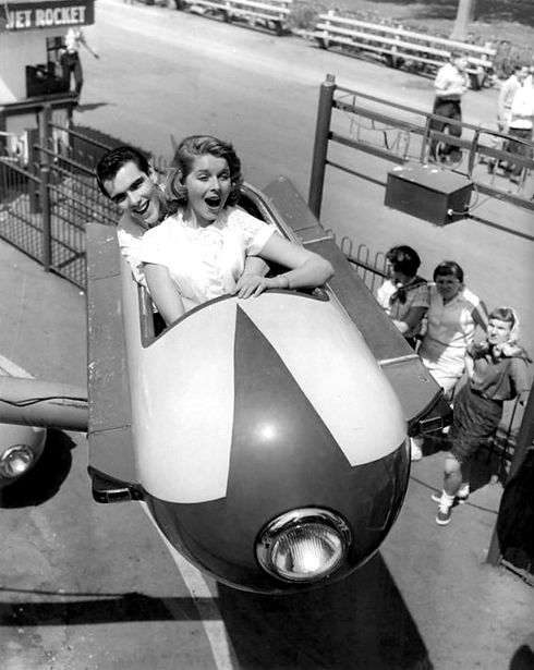 Jet_Rocket_ride_Riverview_Park_Chicago_1957.JPG