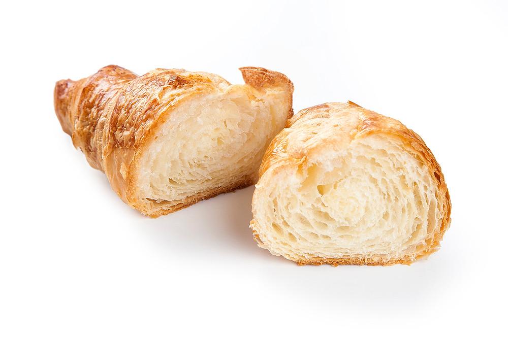 croissant aberto no fundo branco
