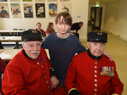 Taxi Charity escorts French students to Imperial War Museum to meet with WWII veterans