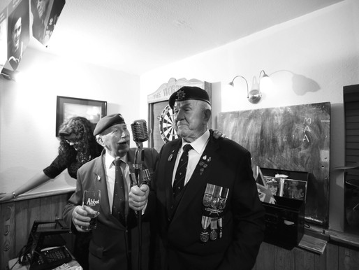 Taxi Charity organises 1940s singsong evening for war veterans at The Worppell pub in Ware