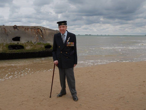 Taxi Charity accompanies war veteran to Arromanches to visit Mulberry Harbour
