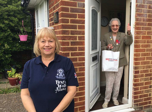 Taxi Charity delivers RNRMC goodie bags to naval veterans