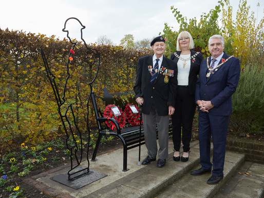 Taxi Charity escorts veterans to Hall Place & Gardens for Remembrance Day commemorations