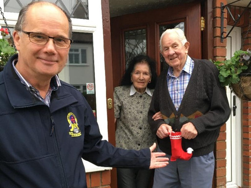 Taxi Charity chairman delivers Christmas stocking to veteran, Tom Weatherall
