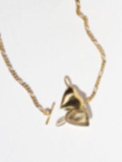 Figaro-heart-locket-gold-open-WEB.jpg