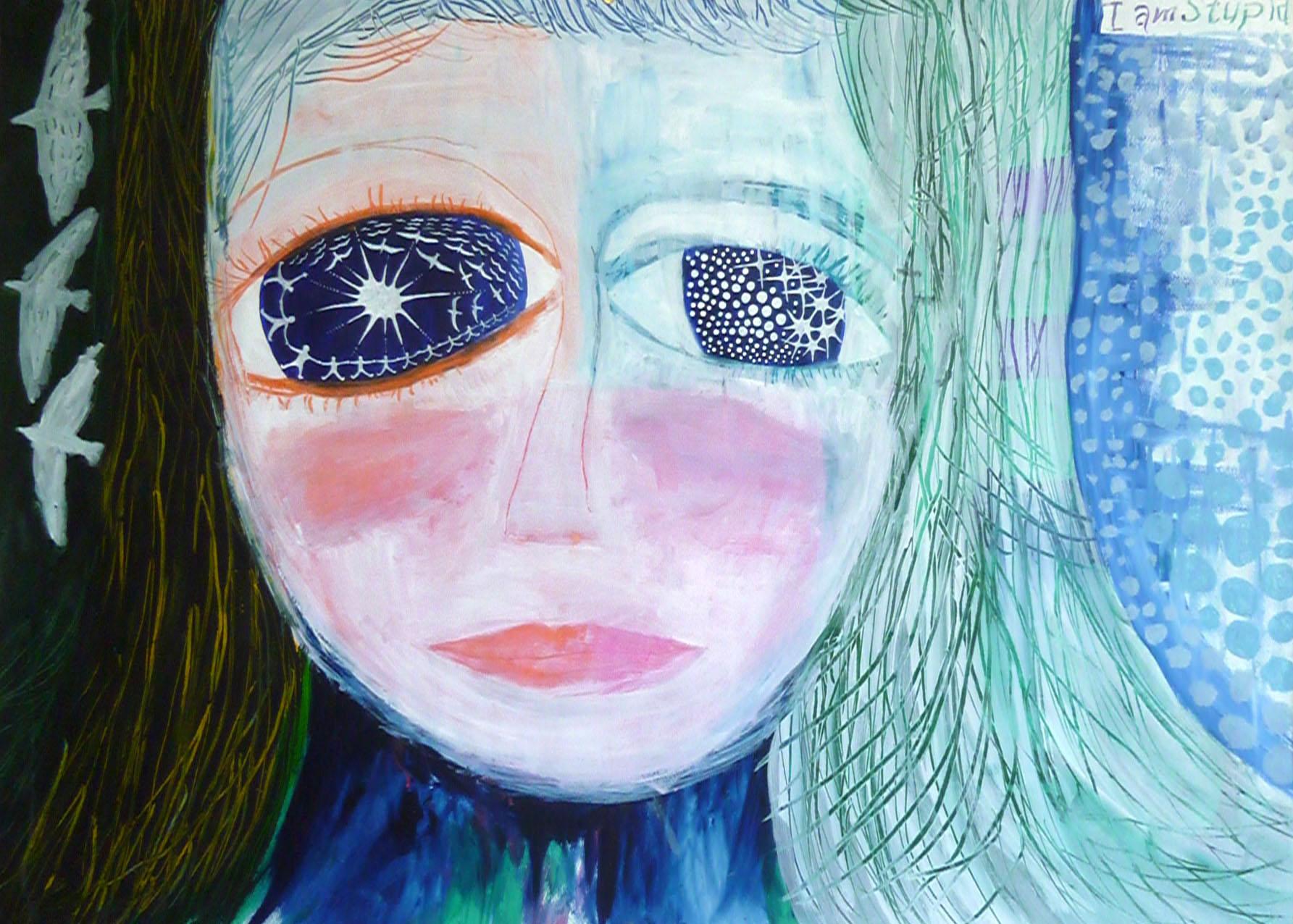 目が光る女の子