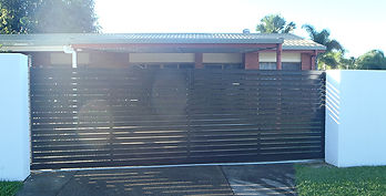 Automatic Front Gate | AAA Landscaping & Property Maintenance Cairns - Earlville - Gordonvale - Edge Hill - Trinity Beach - Palm Cove - Smithfield - Redlynch | Fencing & Gates