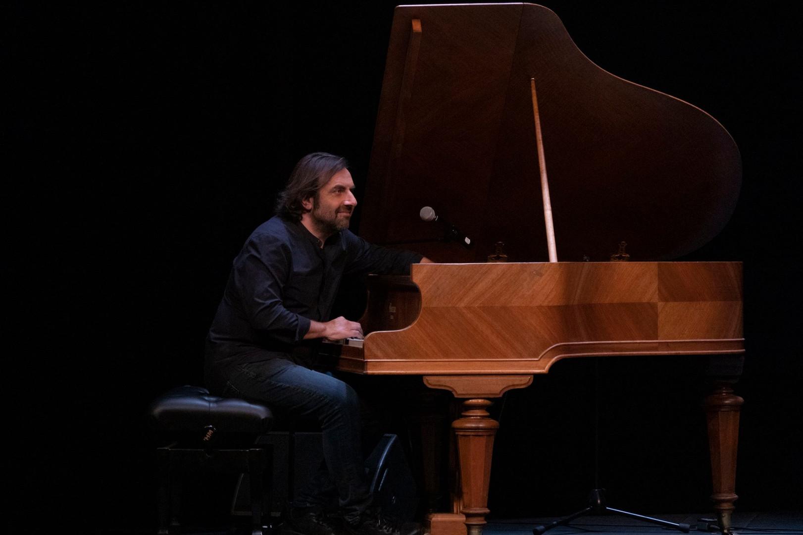 André Manoukian au piano