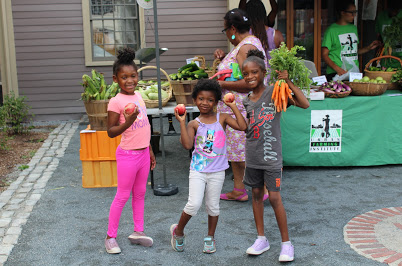 Farm Stand Fun - image courtesy of Urban Farming Institute, all rights reserved.