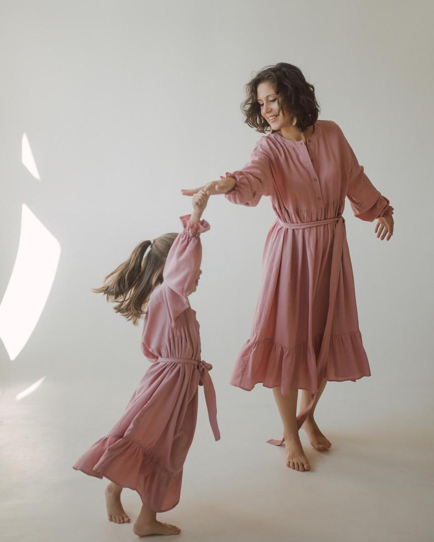 Комплект розовых платьев