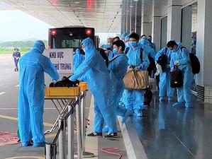 No more quarantine for foreign experts entering Vietnam for short term