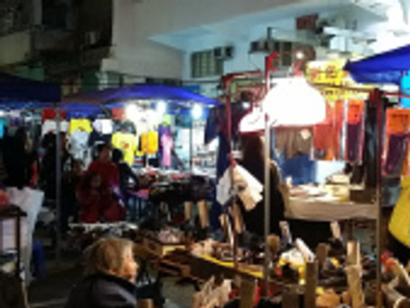 Temple Street Night Market, Chinese and Westerners