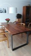 Nussbaum Esstisch mit massiven Rohstahl Gestell