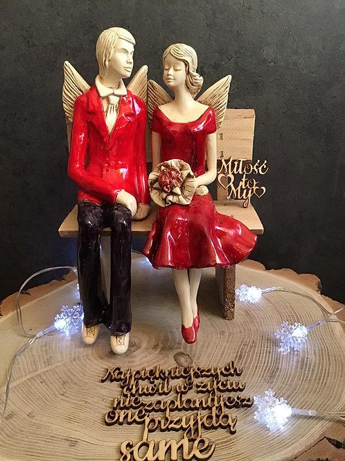 Anioły Młoda Para - rękodzieło - kolor czerwony na ławce