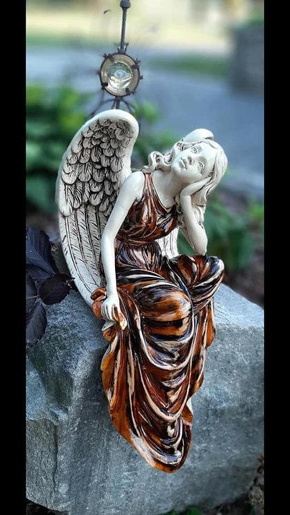 Anioł siedzący Ika - Rękodzieło, ręcznie malowany
