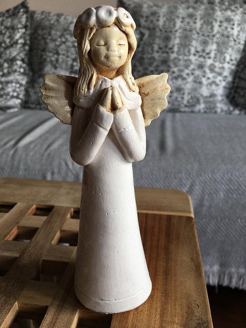 Aniołek stojący z wiankiem - Rękodzieło, ręcznie malowane , Komunia, Chrzest