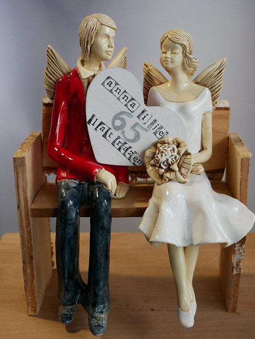 Anioły Młoda Para - rękodzieło - kolor czerwony i biały na ławce