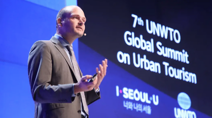 Reinventing Tourism: Towards sustainable urban tourism design (EN)