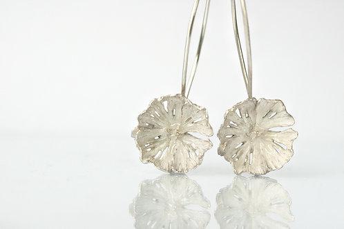 Серьги-цветы висячие, висюльки серьги застежка-петля, ювелир Екатерина Толстая, серьги белые серебро 925 авторские украшения