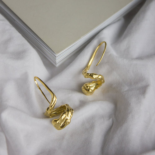 Женственные фактурные серьги, серебряные серьги с позолотой, без застежки, золото, ювелир Екатерина Толстая, ручная работа