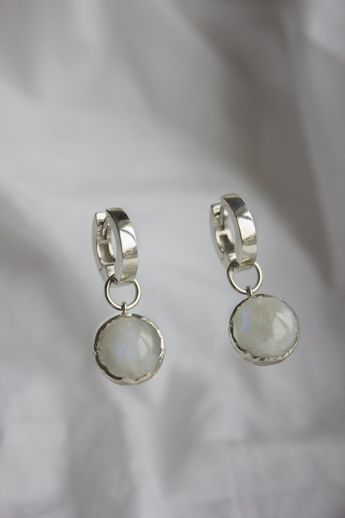 Серебряное изделие, натуральный лунный камень, купить СПб онлайн, ювелир Екатерина Толстая, 100% ручная работа, уникальный