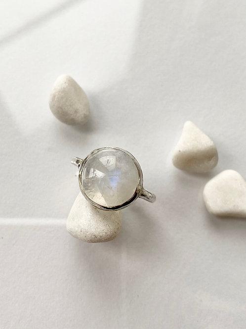 Кольцо тонкое из серебра с лунным камнем, ювелир Толстая Екатерина, купить онлайн в СПб, серебро 925 пробы, ручная работа