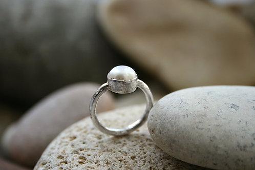 Красивое кольцо с жемчугом купить недорого, серебро 925 проба, белый жемчуг кольцо, кольца с жемчугом москва